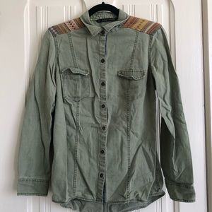 Button up shirt with shoulder detail